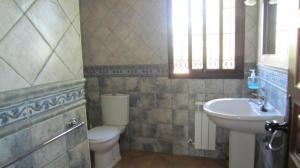 Loma Family Bathroom